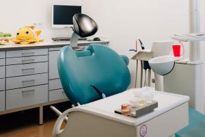 Zahnarztpraxis Dr. Silke Rösch – Behandlungszimmer