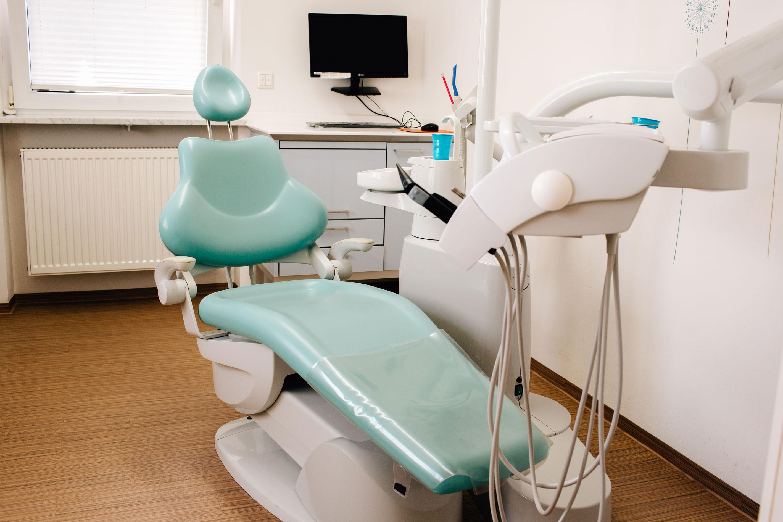 Zahnarztpraxis Dr. Silke Rösch – Leistungen